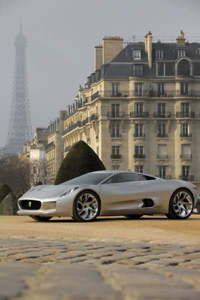 Jaguar C-X75 in Paris